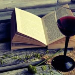 """""""Catar"""" literatura italiana con amigos y tomándose un vino"""